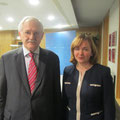 Egon Jüttner mit der moldawischen Außenministerin Natalia Snegur-Ghermann