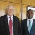 Egon Jüttner mit dem stellvertretenden Außenminister von Namibia