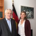 Egon Jüttner mit Marie Gramann, der Praktikantin in seinem Berliner Büro