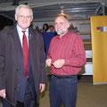 Egon Jüttner mit dem Gewinner der Berlinreise beim Starkbieranstich, Martin Kusche