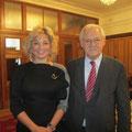 Egon Jüttner mit der russischen Opernsolistin und Abgeordneten der Duma, Maria Maksakova