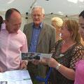 Erster Bürgermeister Christian Specht, Egon Jüttner und Dr. Ingeborg Dörr auf dem Lanz-Park-Fest