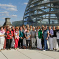 25 Mannheimerinnen und Mannheimern auf dem Dach des Reichstagsgebäudes