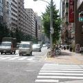 横断報道を渡って→セブンイレブン(後10秒)