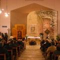 Eccoci nel Santuario di Jaddico. Al centro il vecchio muro di una antica Chiesa.