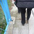 Come dobbiamo fare affinchè l'Amministrazione Comunale intervenga per la sistemazione di questo marciapiede?