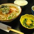 山菜の天ぷらそばと、こごみの酢味噌和え
