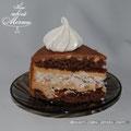 """""""Морское дно"""" - шоколадные коржи с шоколадным кремом, абрикосовый джем, безе с орехами."""