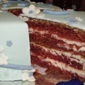 Красный бархатный торт (влажный масляный бисквит с какао и кремом на основе сливочного сыра и белого шоколада)