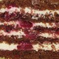 Шоколадные коржи, вишнёвая пропитка, нежный сливочный крем с вишней