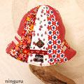 女の子ならこれ!ってほど かわいらしい 赤色パッチワークの帽子