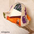 アジアンな感じの花の帽子 オレンジのさし色が効いてる!
