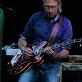 Gastgeber und GREENDALE-Gitarrist Chief Roli Peter