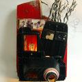 De camera (wand-object, plaats je eigen fotootjes op de daarvoor bestemde plek) 47x31x28cm