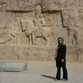die grabstätten sind mit grossen reliefs beschmückt