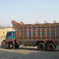 unser erster bemahlter pakistanischer lastwagen den wir sehen, wird nicht der letzte sein