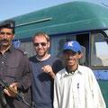 unsere erster pakistanische soldat, gut bewaffnet und guter stimmung