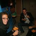 pastaessen mit kathrin und marco vor unserem bus