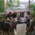 geselliger abend auf der terrasse