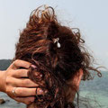 pic à cheveux double en métal argenté et perle de culture d'eau douce