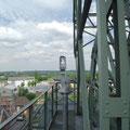 Blick von der Plattform an den Seilscheiben auf den zweiten Förderturm