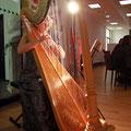 Die Harfenistin Eva Curth - extra aus Berlin angereist