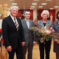 Rechts Dr. Eva Lohse Oberbürgermeisterin Ludwigshafen, mitte Kuratoriumsmitglieder, rechts Prof. Dr. Klaus Schönleben Vorsitzender Bürgerstiftung LU