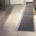 Fliesenboden mit neu eingesetzter Rinne