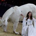 Julia Temmler mit ihrer weißgeborenen Knabstrupper Stute Troja...