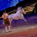 """Kerstin Brein mit einem ihrer Welsh-Ponys bei der Hop-Top-Show """"Festivallo""""."""