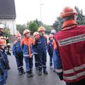 Wie im echten Einsatz: Gruppenführer gibt Einsatzbefehle, Foto: Till Hey