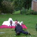 accueil de mariés séance photos dans le jardin