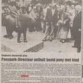 1989 06 03 Ponyparkdirecteur onthuld Pony met kind.
