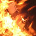 """la fermeture de la """"cocotte"""" avec un couvercle étouffera le feu,"""