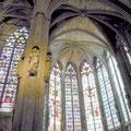 cité de Carcassonne: L'ensemble remarquable des vitraux dans la basilique de la