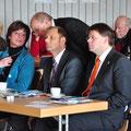 sitzend: Andrea Weber, Ortsvorsteherin - Bürgermeister Dag Wehner, Kalbach - Gesundheitsdezernet  Dr. Heiko Wingenfeld Fulda