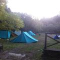 Le tende campeggiano nello spaziale che speriamo verrà adibito ad area Campeggio!!!