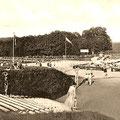 Das Familienbad Liegau, um 1932. Ganz rechts im Hintergrund neue Siedlerstellen am Gebiet Steinberg / Hofeberg.