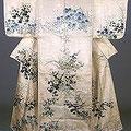 尾形光琳の「白綾地秋草模様描絵小袖」です。冬木小袖とも呼ばれています。