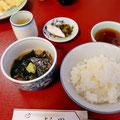 博多・中州の料理店「よし田」の名物料理、鯛茶漬けと天ぷら。着付けのお稽古の合間にさっと食べられてとても美味しかったです。
