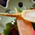 兵庫県城崎温泉の蟹料理。透き通った新鮮な蟹のお刺身。