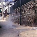 別府、鉄輪温泉。道路のあちこちから蒸気が出ています。森田空美流の着付けレッスンで訪れました。