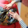 森田空美流着付け教室in関西のお稽古風景。振袖の帯結びをお稽古しています。