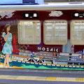阪急神戸線のラッピング列車。わたせせいぞうさんのイラストで神戸港とモザイクの風景が描かれた車両です。