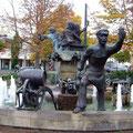 Der Worschtmarktbrunnen Bad Dürkheim mit typischen Szenen - Foto P. Welker
