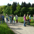 Staunendes Publikum im neuen, vergrößerten Gelände des Obst- und Gartenbauvereins