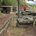 Historische Mauerreste und Steinsärge - Foto I. Pedal