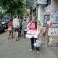 Mit dem Bauchladen unterwegs, Berlin, 2011