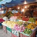 Leckere Früchte gibt es an jeder Strasse