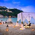 Die Hotels bieten jeden möglichen Luxus wie hier zum Beispiel ein romantisches Strand-Dinner zu Zweit